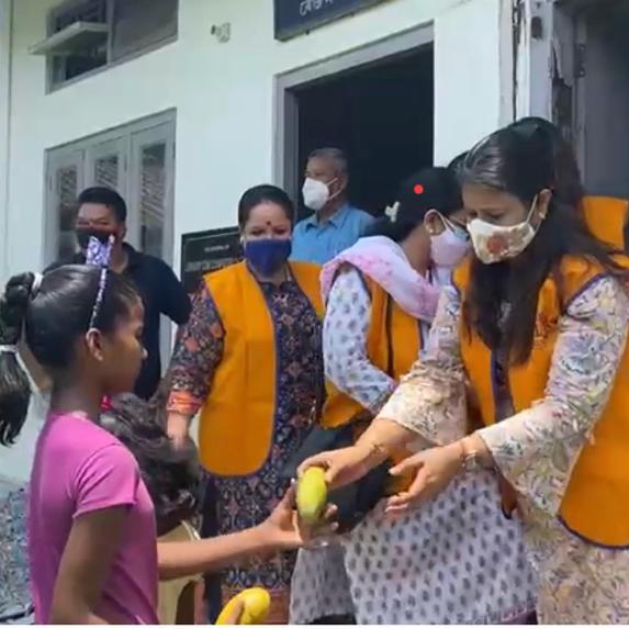 Ek Aahaar Ek Muskaan : Mango Distribution